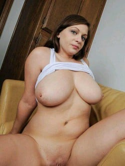 Busty Jessica Roberts Does Some Amateur Porn